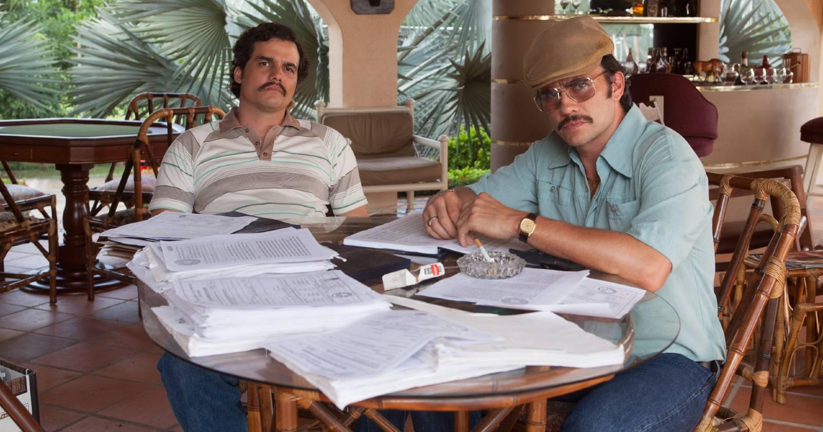 Pablo Escobar junto a su primo y mano derecha Gustavo Gaviria, analizando el futuro de su negocio