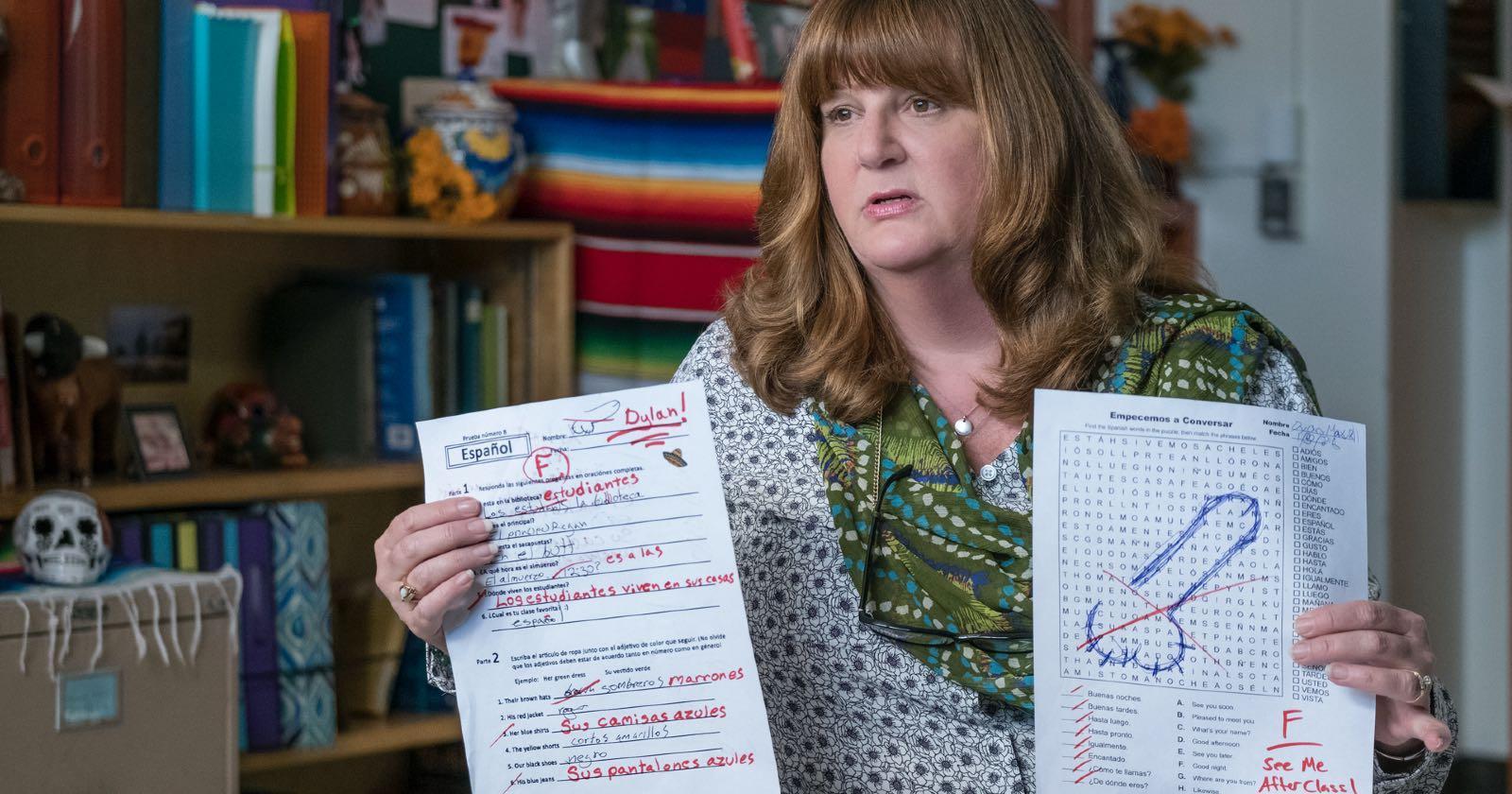 Profesora en American Vandal explicando por qué fue víctima de una broma