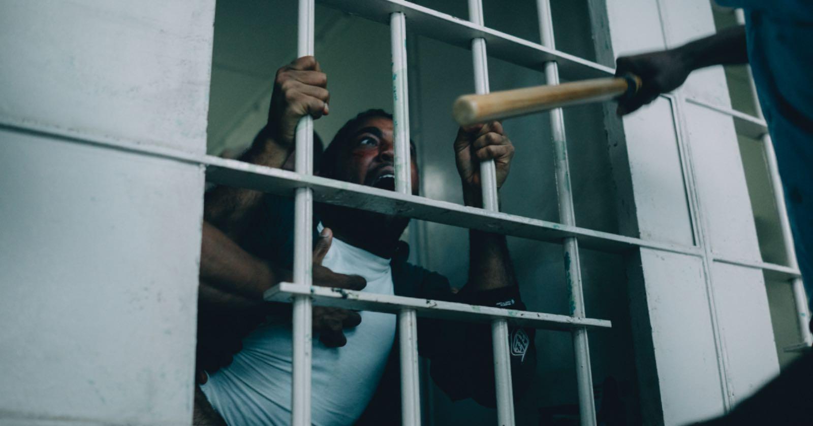 Imagen de Korey Wisey justo antes de ser brutalmente golpeado por otros internos en una cárcel de EE.UU