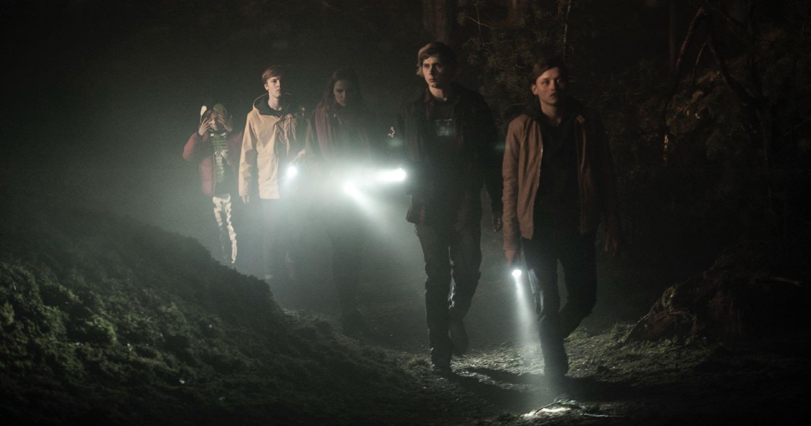Parte del elenco de actores de la serie Dark