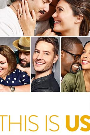 This Is Us, los protagonistas de la serie viendo un álbum de fotos.