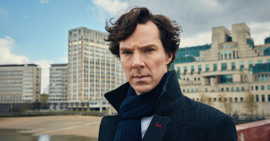 Benedict Cumberbatch interpretando a Sherlock