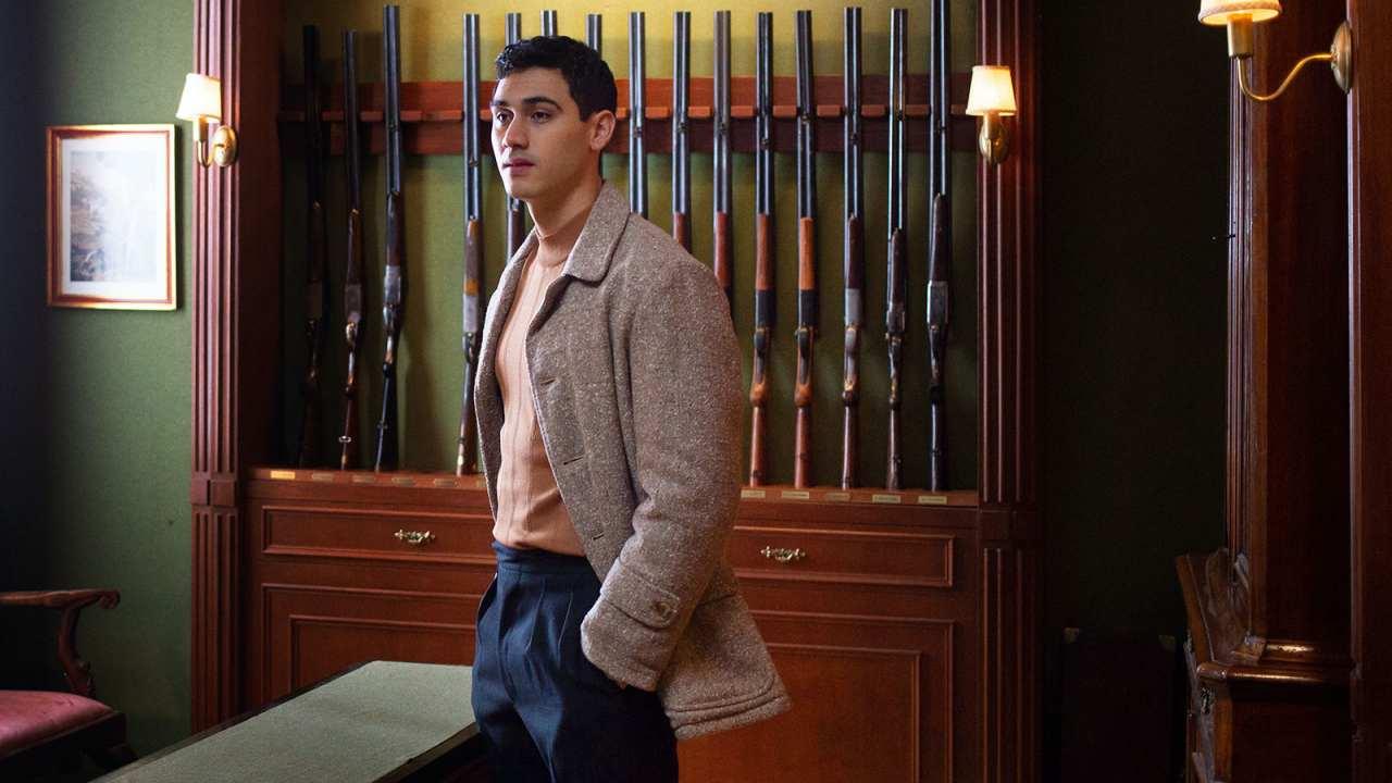Gabino (Alejandro Speitzer) es el personaje que desencadena el drama en esta mini serie de Netflix.