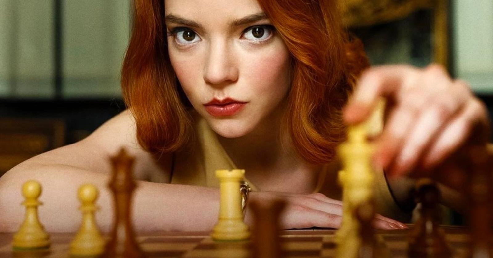 Beth Harmon (Anya Taylor-Joy) en Gambito de Dama, una serie de Netlflix sobre ajedrez.