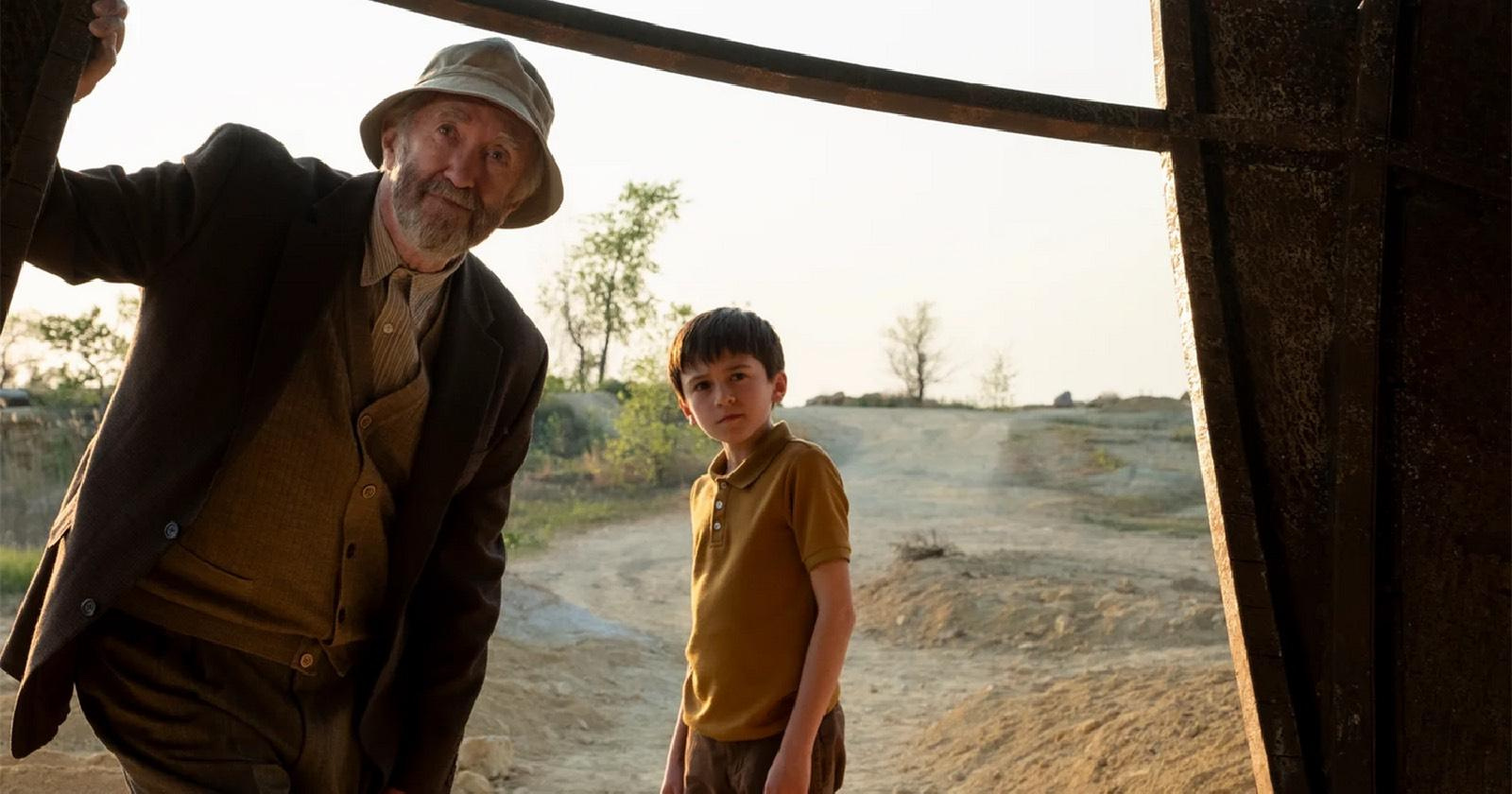 Jonathan Pryce y Duncan Joiner Tales from the loop