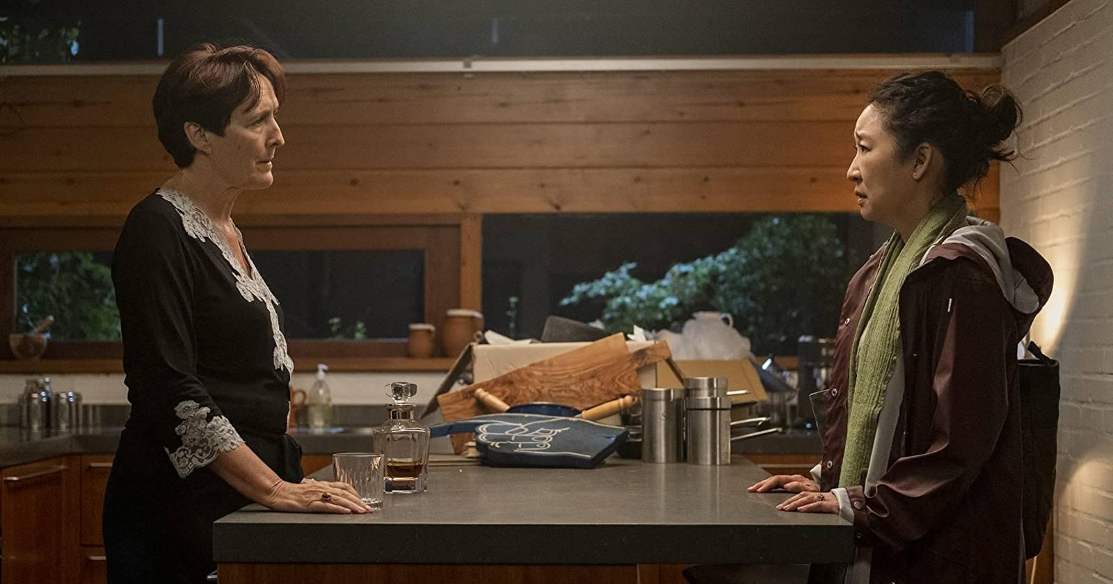 Killing Eve, Eve mantiene una conversación importante con su jefa Carolyn