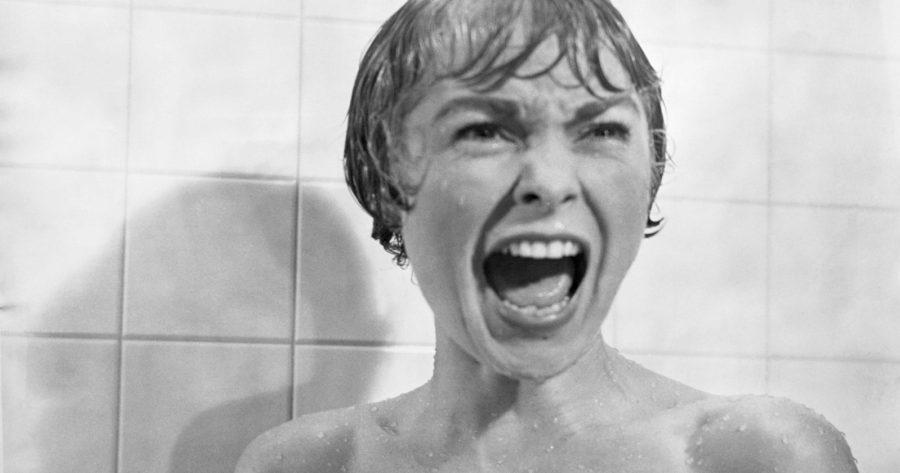 Close up de Janet Leight en película Psicosis interpretando a Marion Crane en la famosa escena del grito en la ducha en blanco y negro