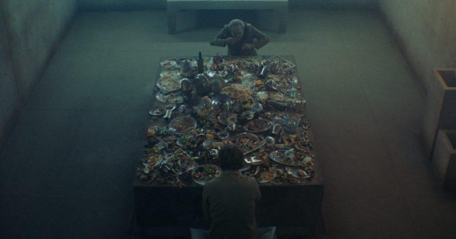 Plataforma de cemento con comida de El Hoyo película española