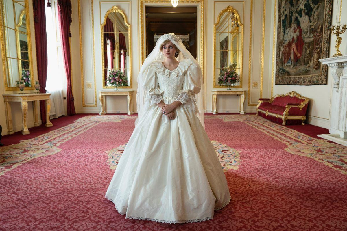 Lady Di (Emma Corrin) en el momento que marcará su vida, para mal.