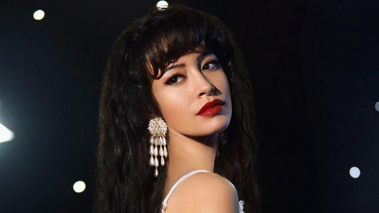 Christian Serratos como Selena Quintanilla: bien, a pesar de un pésimo guion