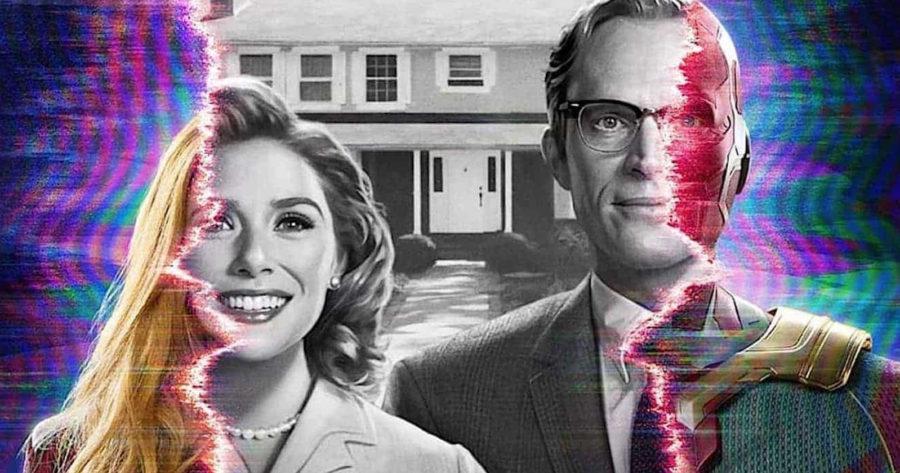 Poster de WandaVision, uno de los estrenos 2021 más esperados, que llegará en los primeros días de enero a Disney+. En la imagen se ve a los personajes protagónicos, Wanda y Vision, en un fotografía antigua en blanco y negro, que en los extremos es reemplazada por una fotografía con colores holográficos, representando un encuentro entre el pasado y el futuro.