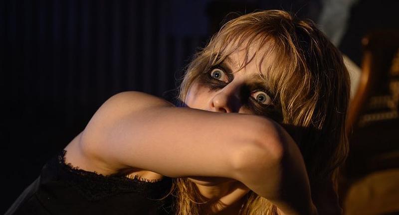 Anya Taylor-Joy con un rostro terrorífico en la película Last night on Soho.