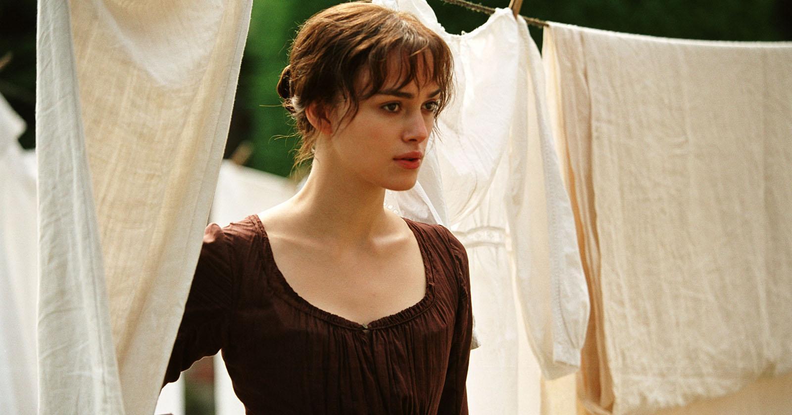 Elizabeth Bennet sacando la ropa del tendedero